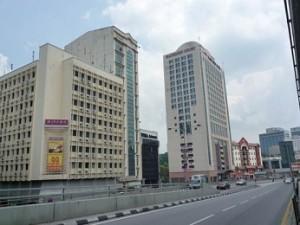 Wisma Autopark是五层半建筑物,坐落在Jalan Maharajalela两间酒店之间,位处吉隆坡传统华人文化中心纽带。