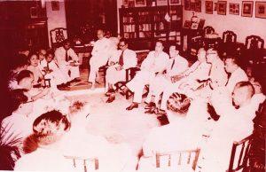 1955年1月,林连玉率领董教总代表团和联盟代表团,在马六甲举行会谈,洽谈有关华文列为官方语文和民族教育权益的课题。